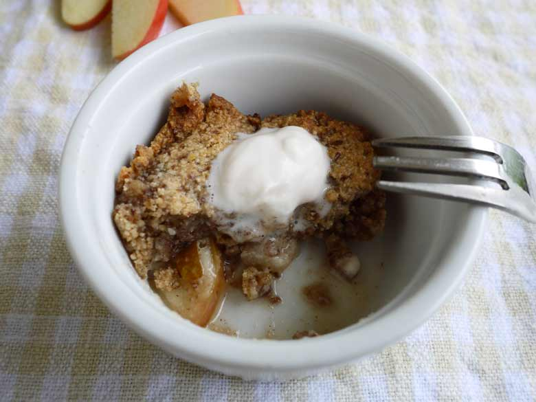apple-pear cinnamon crumble (paleo, gluten-free) | perchance to cook