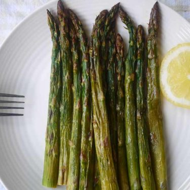 Perfectly Grilled Lemon Asparagus (paleo, GF) | Perchance to Cook, www.perchancetocook.com