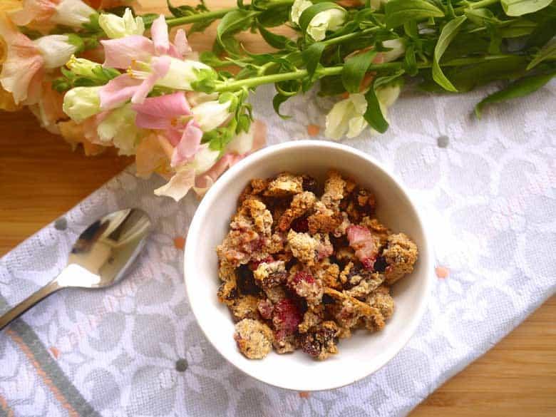 Paleo Strawberry Almond Granola (GF) | Perchance to Cook, www.perchancetocook.com
