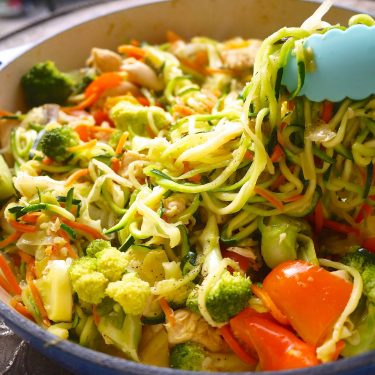 Paleo Zoodle Chicken Stir Fry (GF) | Perchance to Cook, www.perchancetocook.com