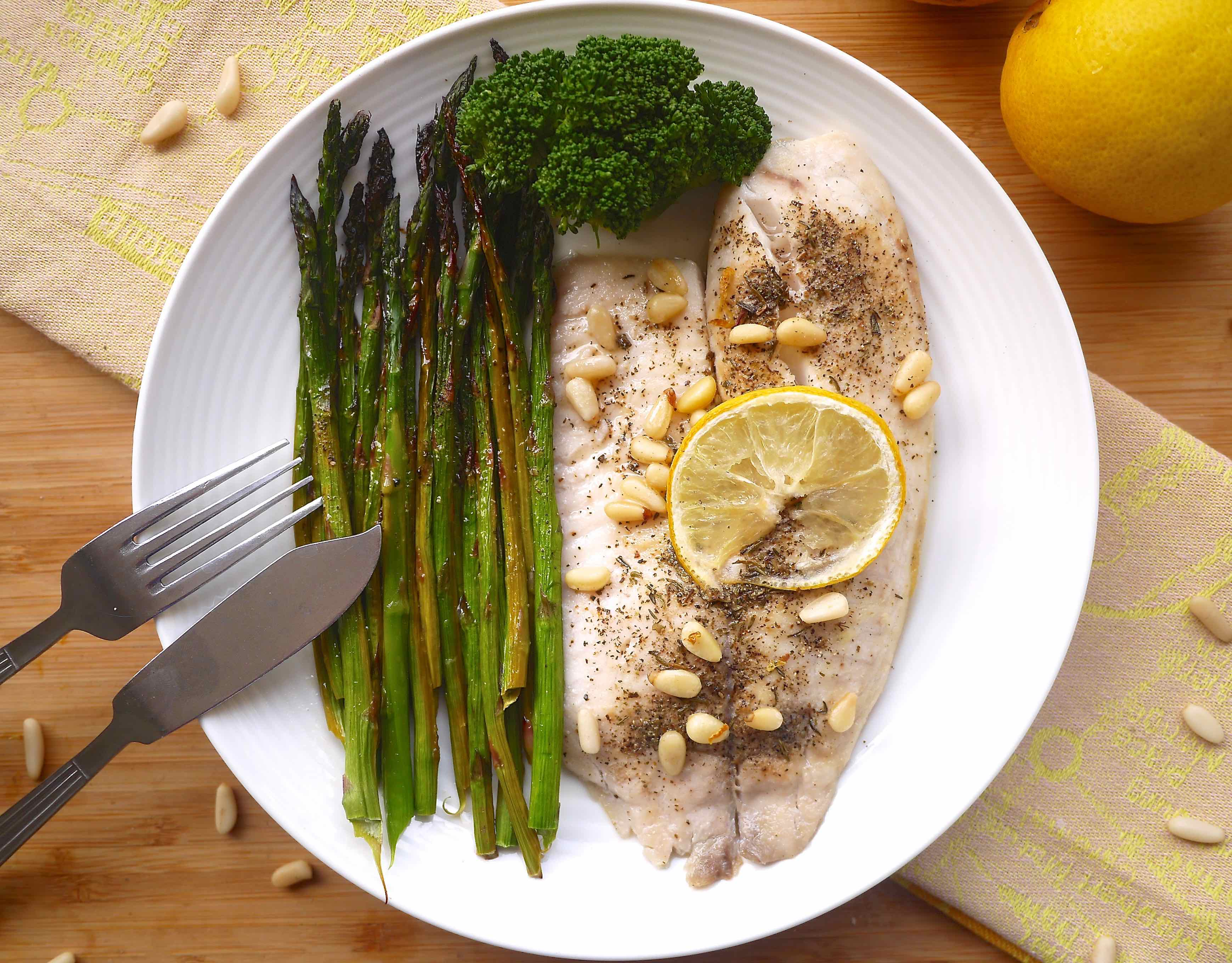 25 minute lemon tilapia and asparagus paleo gf for Fish and asparagus