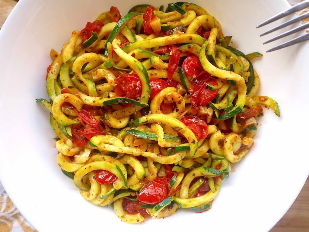 Cherry Tomato Arrabbiata Zoodles (paleo, GF, vegan)- Italy in a bowl in 15 minutes! www.perchancetocook.com