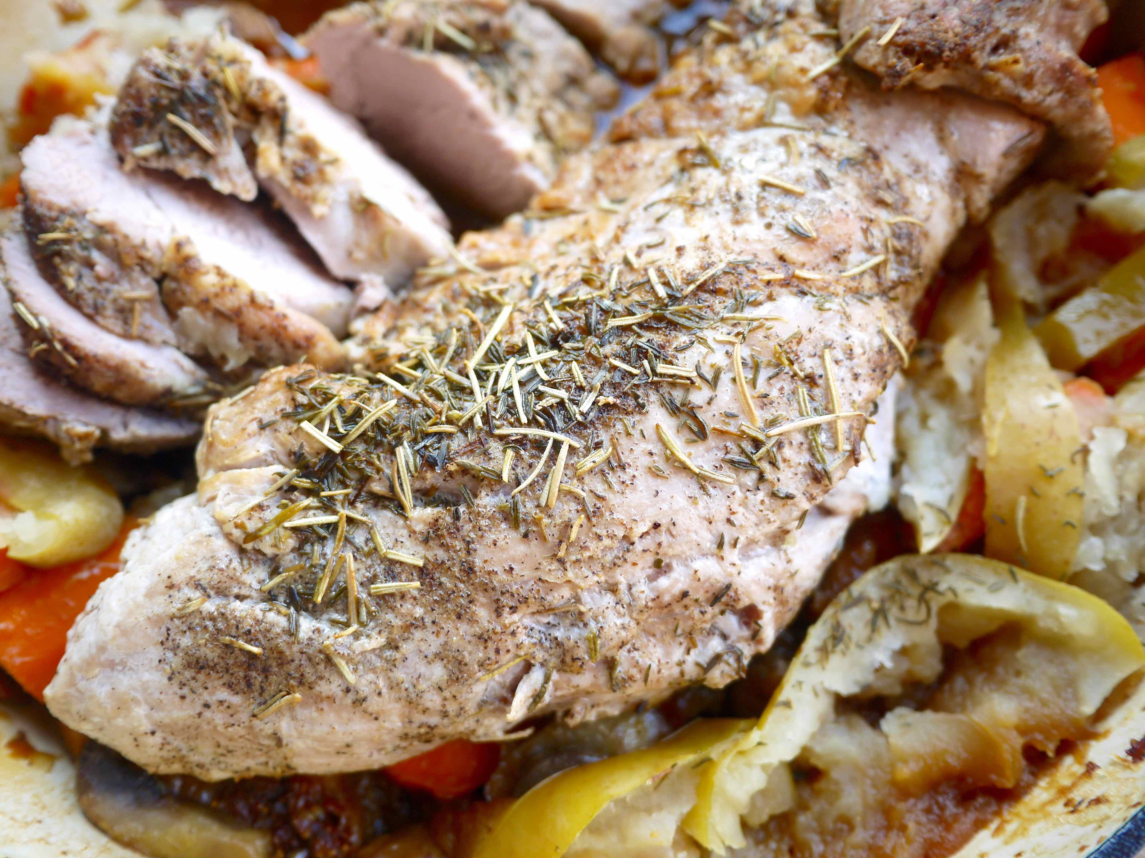 Roasted Pork Tenderloin with Figs, Apples, and Carrots (paleo, GF ...