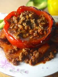 Feeling hot, hot, hot with these Paleo Enchilada Stuffed Peppers (GF)! | Perchance to Cook, www.perchancetocook.com