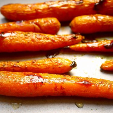 Maple Glazed Turmeric Carrots (Paleo, GF) | Perchance to Cook, www.perchancetocook.com