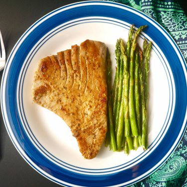 My kind of steak! Grilled Lemon Tuna Steak and Asparagus (paleo, GF) |Perchance to Cook, www.perchancetocook.com