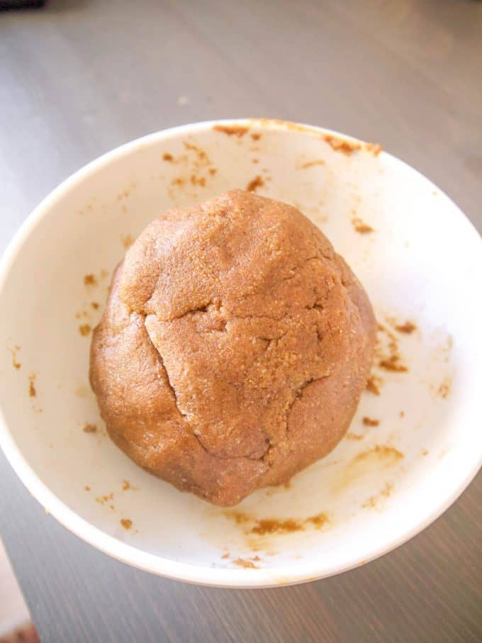 Paleo Almond Flour Gingerbread Men Cookies (GF) | Perchance to Cook, www.perchancetocook.com