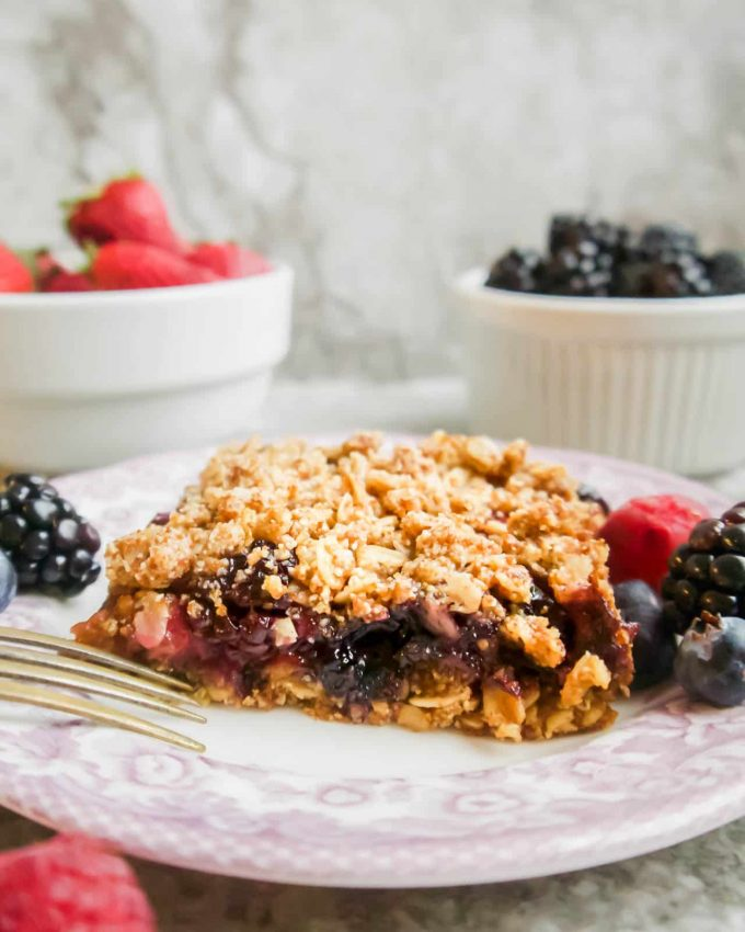 Mixed Berry Oat Crumble Bars (GF) | Perchance to Cook, www.perchancetocook.com